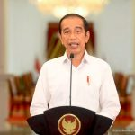 Presiden Jokowi mengumumkan penurunan level PPKM sejumlah daerah mulai 24 Agustus 2021, Senin (23/8). Foto: Youtube/Sekretariat Presiden